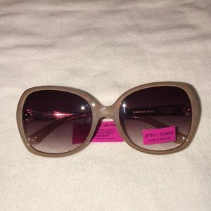 Betsey Johnson nude floral sunglasses NWT